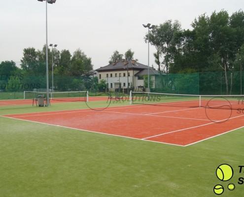 Wybudowane korty tenisowe ze sztuczną trawą