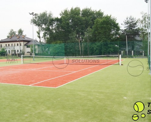 Kort tenisowy ze sztuczną trawą