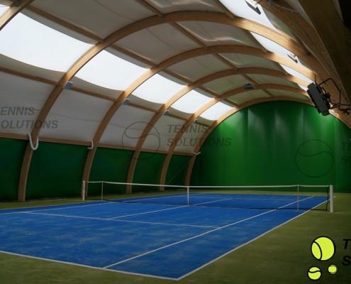 Niebiesko - zielony kort tenisowy w hali