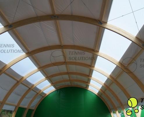 Świetliki w hali tenisowej
