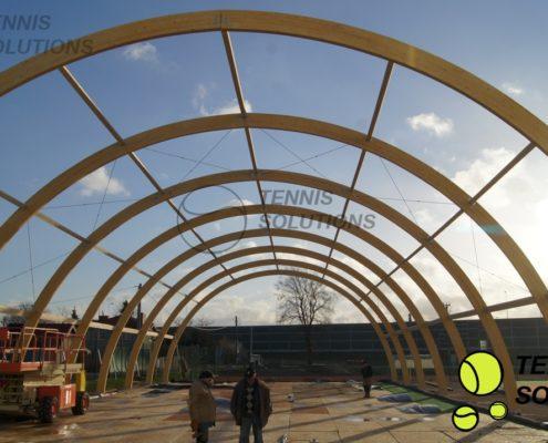Budowa krytych kortów tenisowych z drewna klejonego